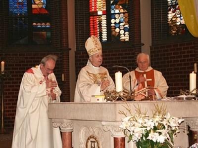 Mons. Monari, Erzbischof von Brescia, und Padre Toffari